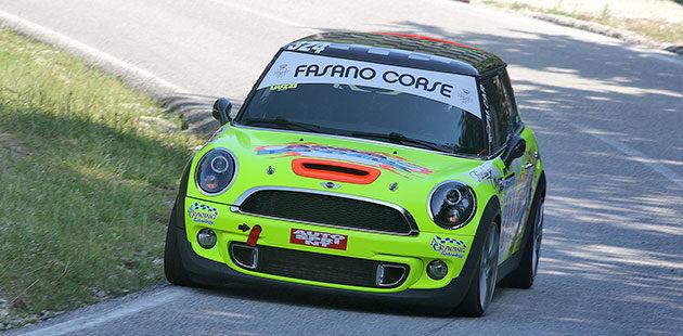 Giacomo Liuzzi domina nelle Racing Start con la Mini Cooper JCW (Foto Claudio Ricciotti)