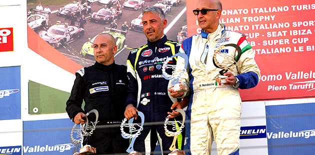 Il podio dell'Assoluta di gara 1 del Campionato Italiano Prototipi a Vallelunga