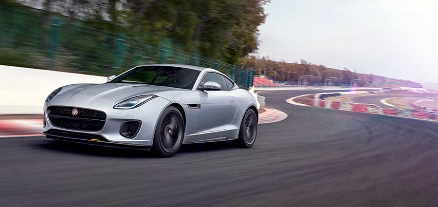 La prima versione della Jaguar F-Type ad essere immessa sul mercato sarà la 400 Sport,