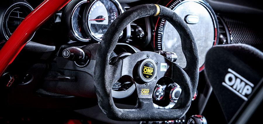 Le vetture partecipanti al Mini Challenge sono estremamente prestazionali granzie anche ad un allestimento specifico da gara