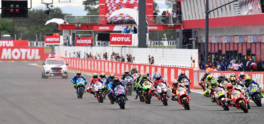 La partenza della seconda tappa della MotoGP sul circuito di Rio Hondo in Argentina