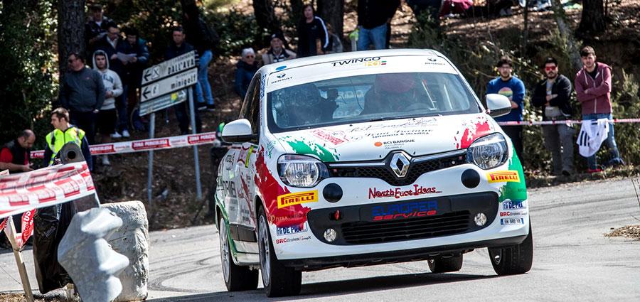 Un'uscita di strada fanno perdere il comando della gara del Trofeo Twingo R1 Top a Filippo Bravi e Davide Cecchetto
