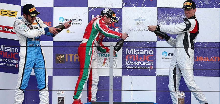 Il podio Rookie di gara 3 dell'Italian F4 Championship by Abarth con Enzo Fittipaldi, Andrea Dell'Accio e Davide Venditti