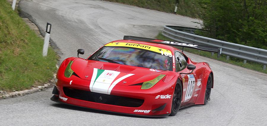 In classe GT trionfo per Lucio Peruggini con la Ferrari 458 GT3 (Foto Claudio Ricciotti)