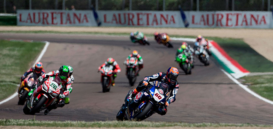 Entro la top ten le Yamaha YZF R1 di Michael Van der Mark e Alex Lowes