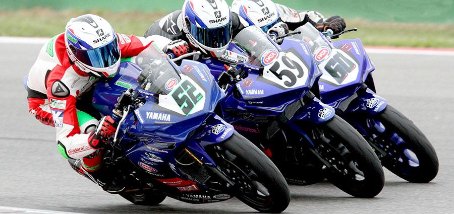 Giovanni Grianti (52), Armandino Musto (59) ed Elia Grotta (60) nella Yamaha R3 Cup