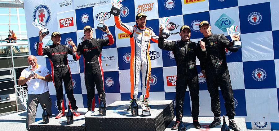 Il podio di gara 2 della SuperGT3
