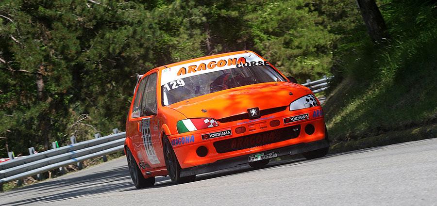 In E1 Italia 1600 vittoria per Giuseppe Aragona con la Peugeot 106