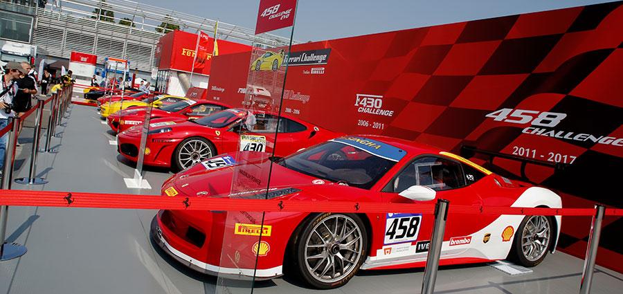 Eccovi raccontata sul palco la storia del Ferrari Challenge (Foto Antonio Perrone)