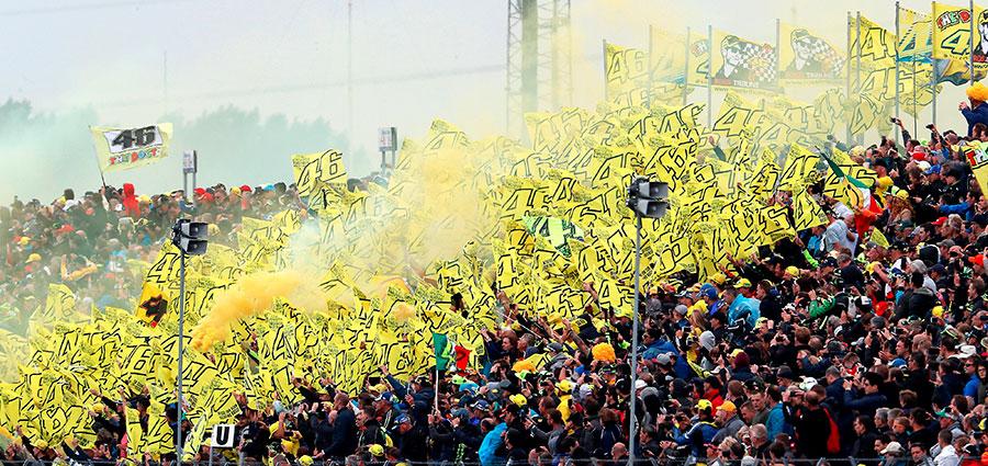 """Anche ad Assen il gran seguito dei fans del """"Dottore"""". E tutto si tinge di giallo."""