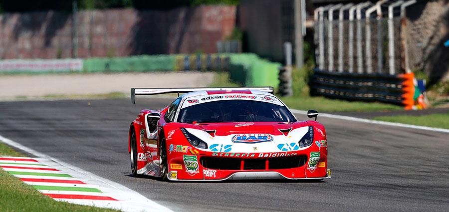 Vittoria in gara 1 per la Ferrari 488 della Scuderia Baldini con Matteo Malucelli ed Eddie Cheever III