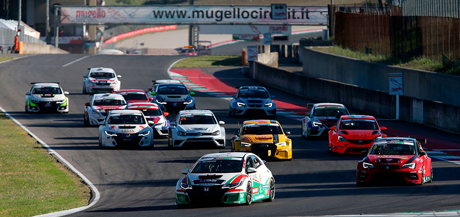 Lo start di gara 2 del TCR Italy Touring Car Championship all'Autodromo del Mugello