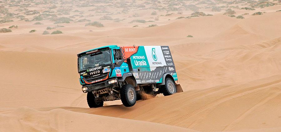 Iveco si piazza nella top ten con l'olandese Ton Van Genugten e Bart De Gooyert con il Trakker 4x4 DRNL