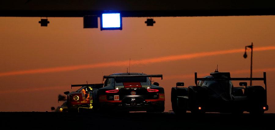 Chiudiamo con due bellissime immagini catturate all'alba della 24 Heures du Mans