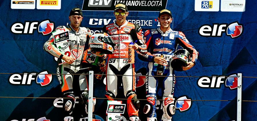 Ecco il podio della SBK con al centro Michele Pirro, poi Matteo Baiocco e Alessandro Andreozzi