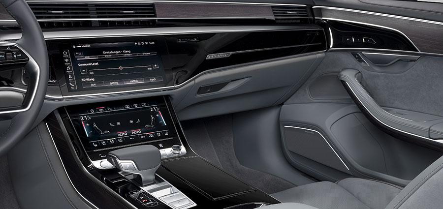 La plancia della nuova Audi A8 è senza tasti ed interruttori sostituiti con un display touch da 10,1 pollici.