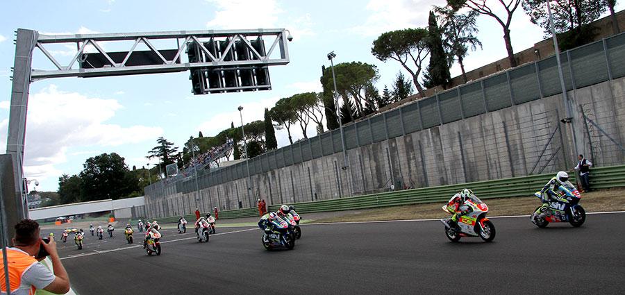 Lo start della MiniGP (Foto Gabriele Sabbatini)