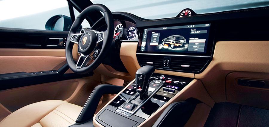 """Oltre alle modalità di marcia """"Normale"""", """"Sport"""" e """"Sport Plus"""" il guidatore può scegliere anche una modalità configurabile individualmente."""