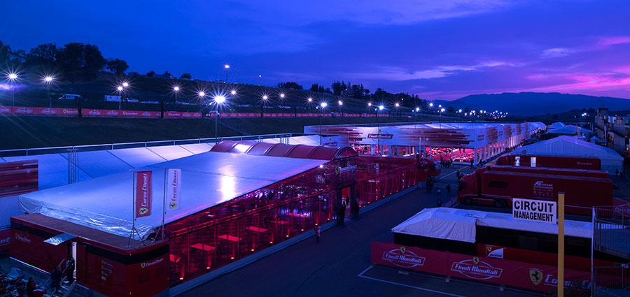 Cala il sipario sulla grande festa delle Finali Mondiali Ferrari Challenge. Arrivederci al 2018. (Foto Antonio Perrone)