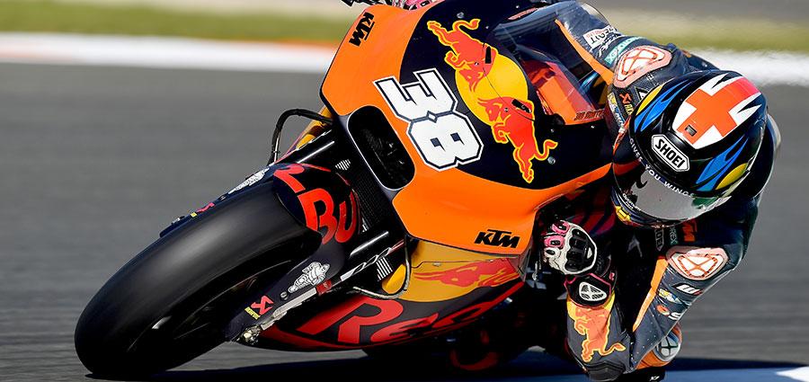 Bradley Smith è undicesimo con l'unica KTM rimasta in gara