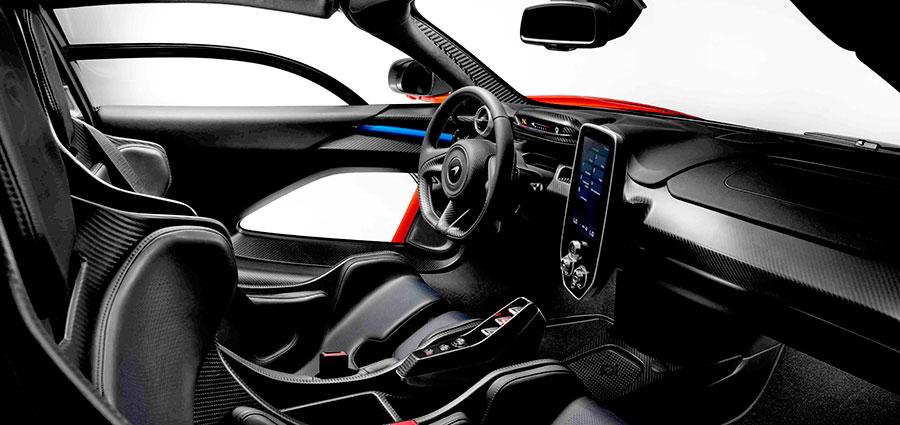 Lo spazio interno è degno di una vettura GT da circuito