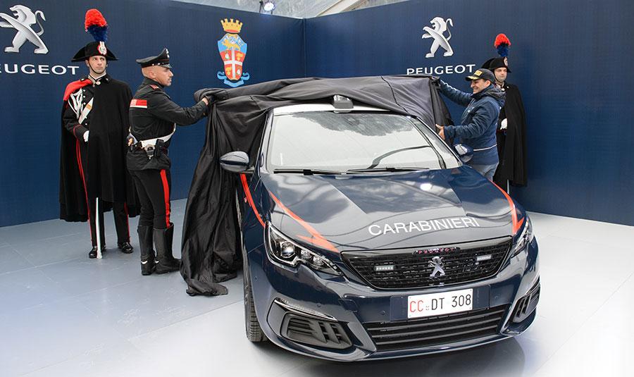 E' il dieci volte campione italiano rally e pilota ufficiale Peugeot Paolo Andreucci a togliere il velo alla Nuova Peugeot 308 GTi con la livrea dell'Arma dei Carabinieri. Andreucci si occuperà anche di formare alcuni militari, già esperti conduttori, con appositi corsi di guida organizzati da Peugeot presso la pista di Misano Adriatico.