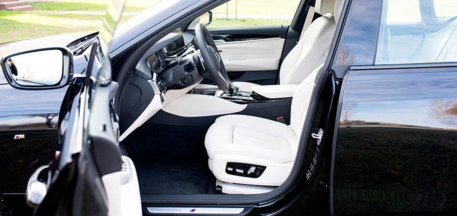 Gli interni della BMW Serie 6 Gran Turismo sono come sempre molto curati con rivestimenti in pelle Dakota in varie tinte