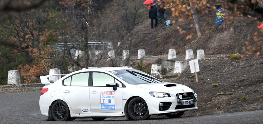 La mente torna al glorioso passato nei rally quando si vede transitare la Subaru Impreza WRX Sti nella veste di apripista (Foto Stefano Romeo)