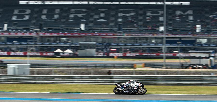 Loris Baz non decolla con la BMW S 1000 RR di Althea e arranca nelle posizioni di fine classifica
