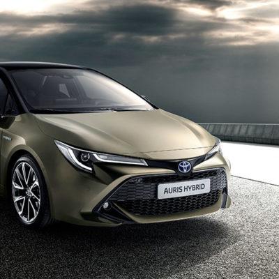 Toyota rinnova Auris e propone la doppia scelta