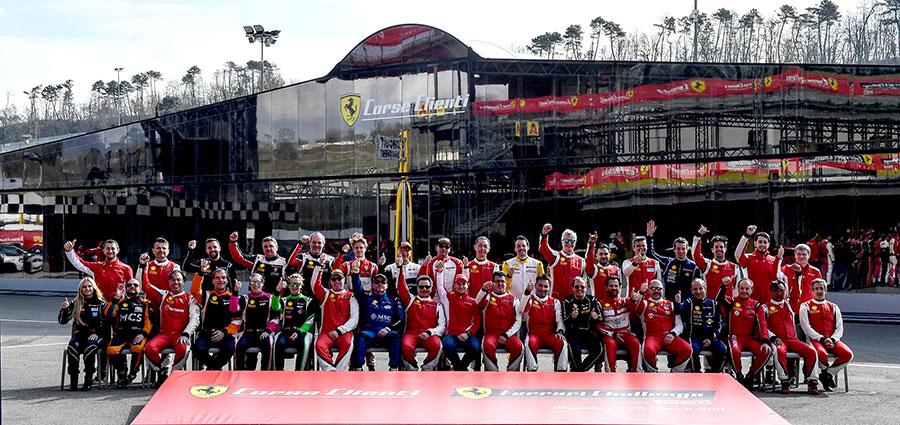 Il folto gruppo dei piloti partecipanti al Ferrari Challenge Europa