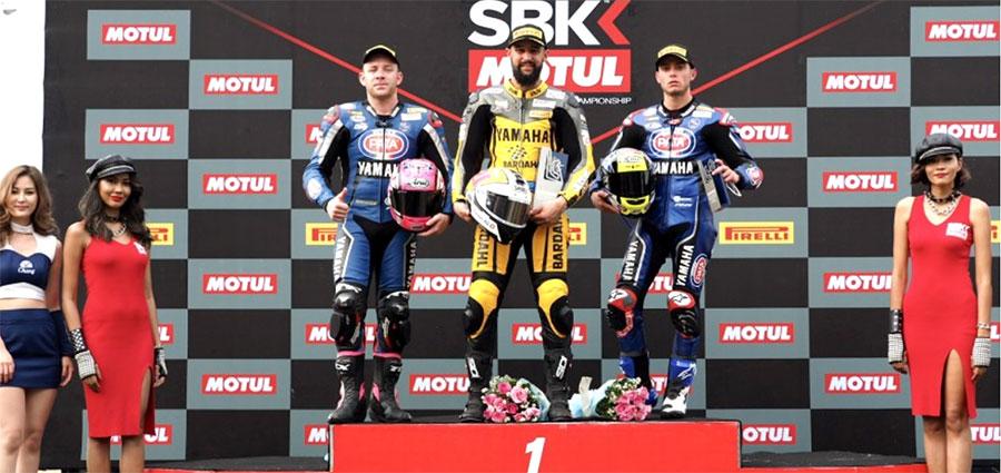 Il podio di Buriram della WSSP con Randy Krummenacher, Lucas Mahias e Federico Caricasulo