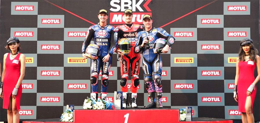 Il podio di gara 2 della WSBK con Chaz Davies e le due Yamaha di Michael Van der Mark e Alex Lowes