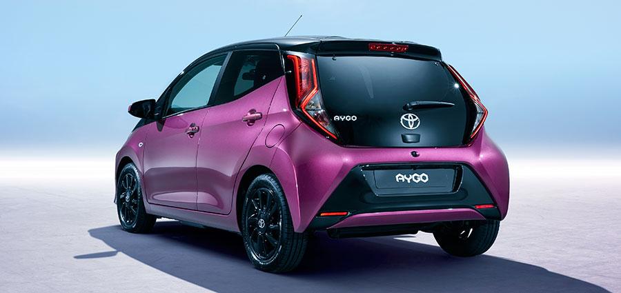 La nuova Toyota Aygo nella colorazione Magenta