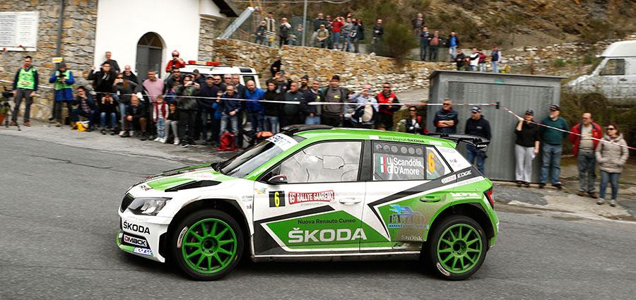Il podio viene completato dall'equipaggio della Skoda Fabia R5 composto da Umberto Scandola, Guido D'Amore