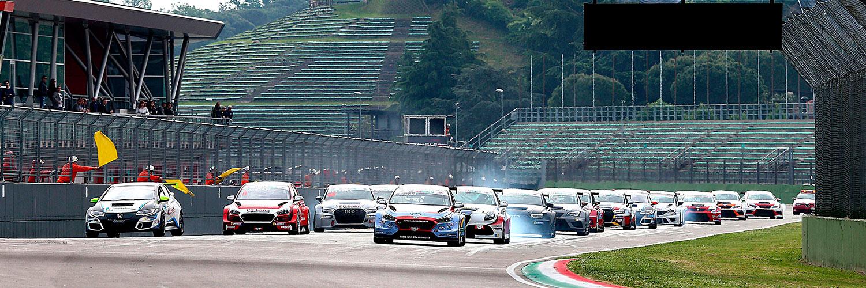 La partenza di gara 1 sul circuito di Aragon, primo round europeo della serie WSBK