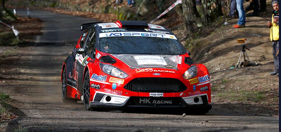 Una foratura relega la la Ford Fiesta R5 di Andrea Crugnola e Danilo Fappani al sesto posto