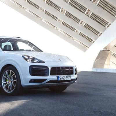 Nuova Porsche Cayenne E-Hybrid, il plug-in si fa strada