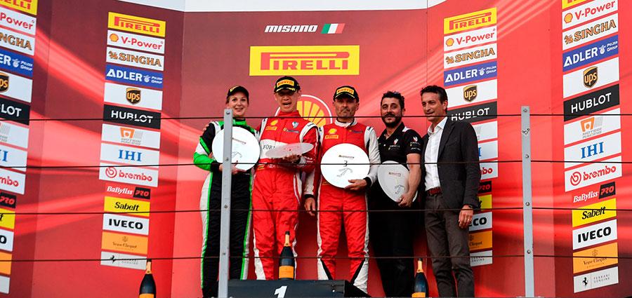 Podio di gara 1 della Coppa Shell con Eric Cheung, Manuela Gostner e Vladimir Hladik