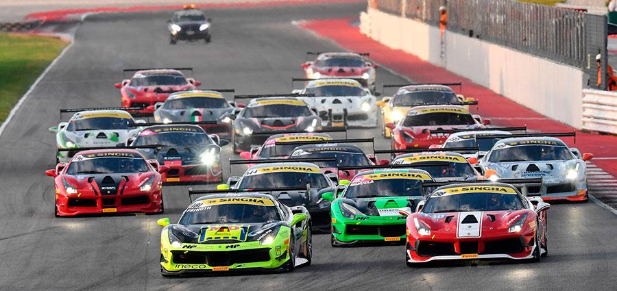Lo start di gara 1 della Coppa Shell del Ferrari Challenge Europa