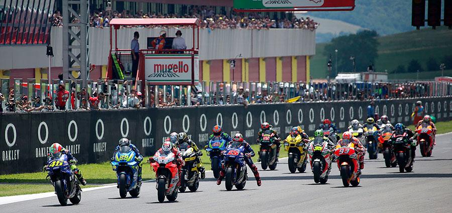 La partenza della MotoGP sull'impegnativo Circuito del Mugello (Foto Cavalleri-Betti)