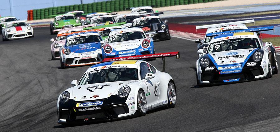 Start di gara 1 della Porsche Carrera Cup Italia: al comando Alessio Rovera