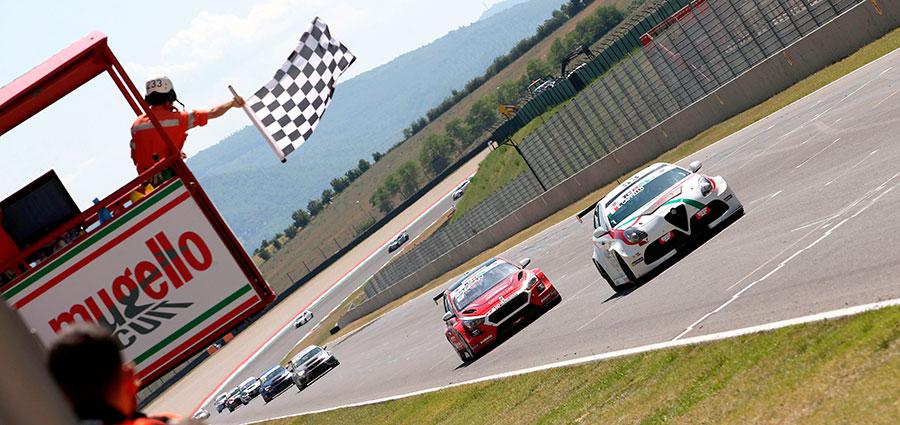 L'arrivo di Edoardo Cappello con l'Alfa Romeo Giulietta della Otto Motorsport