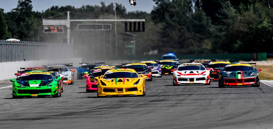 La partenza di gara 1 della Coppa Shell del Ferrari Challenge Europa a Brno