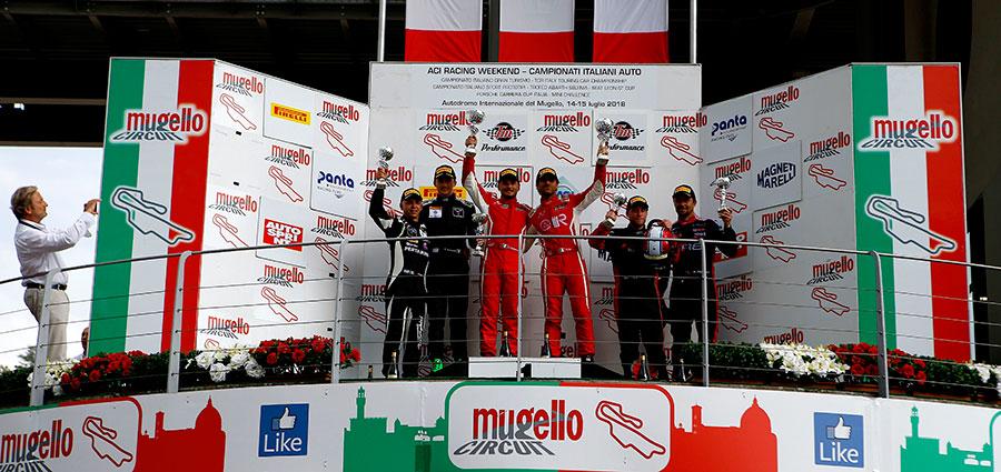 Il podio di gara 2 della GT3