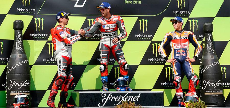Il podio del Gran Premio Repubblica Ceca di MotoGP a Brno con le due Ducati a primeggiare su una pista ostica (Foto Claudia Cavalleri)