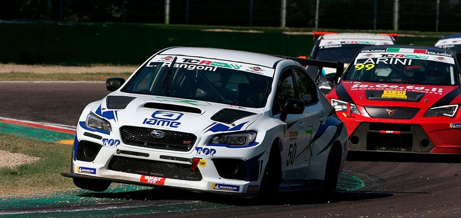 Il poliedrico Luca Rangoni è una certezza in pista con qualsiasi vettura e a Imola è protagonista con la Subaru Impreza WRX