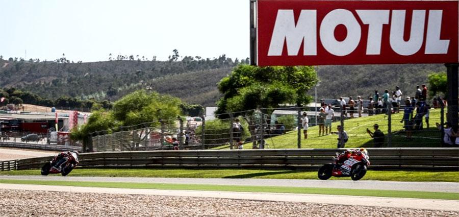 Xavi Fores con la Ducati Panigale R , dopo essere finito nella ghiaia nella prima manche chiude la top ten nella frazione successiva