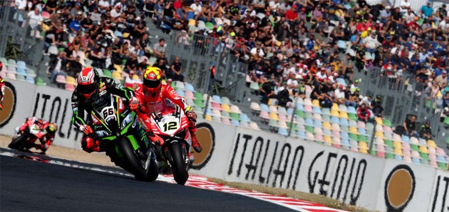 Secondo posto per Tom Sykes con la seconda Kawasaki ufficiale. Alle sue spalle uno strepitoso Xavi Fores terzo.