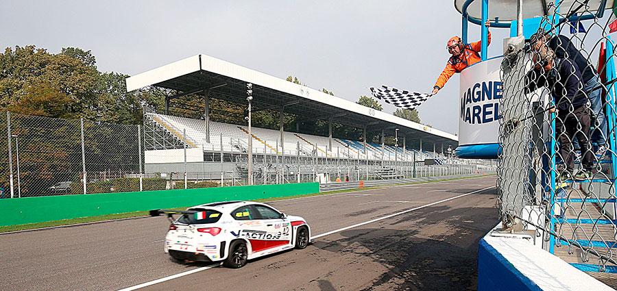Luigi Ferrara porta a casa una bella doppietta da Monza, ma non il titolo
